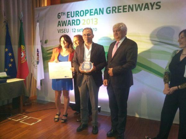 El presidente de la Fundación Vía Verde de la Sierra, Eduardo Párraga, recogió la distinción durante la ceremonia celebrada en la ciudad portuguesa de Visau.