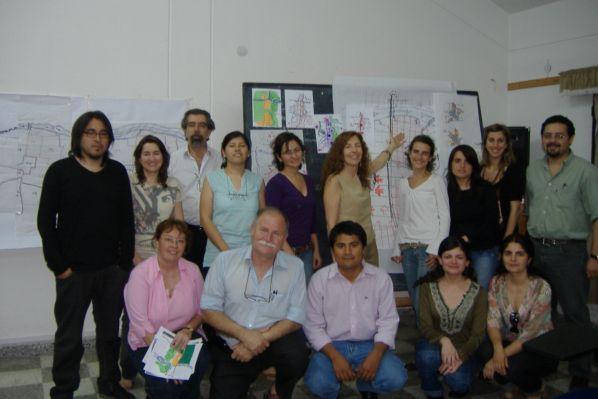 Claudia Zabaleta entre los alumnos de otro de sus talleres.