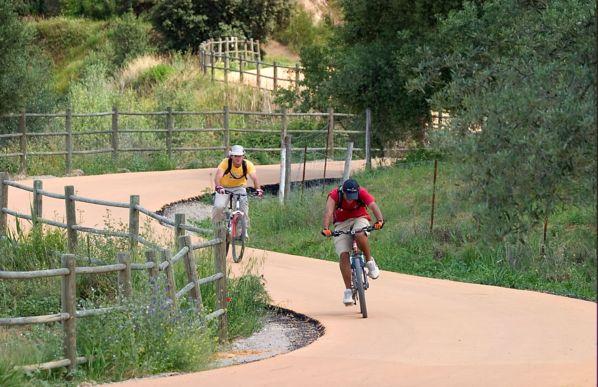 Uno de los tramos con más curvas de la Vía Verde de la Sierra.